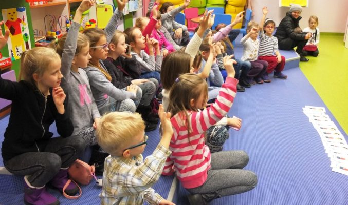 Dzieci aktywnie uczestniczące w spotkaniu