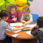 Dzieci uczestniczące w zabawie integracyjnej