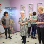 Pani dyrektor, Wanda Szot i goście wśród wystawy