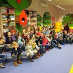 Aktywne dzieci podczas spotkania