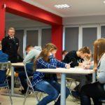 Uczestnicy rozwiązujący test