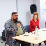 Sekielski opowiadający o swoim filmie ,,Tylko nie mów nikomu''