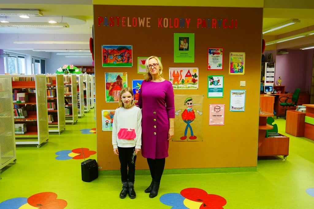 Autorka wystawy ze swoją nauczycielką