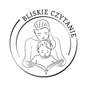 """Logotyp bloga """"Bliskie czytanie""""; matka z dzieckiem czytają książkę"""
