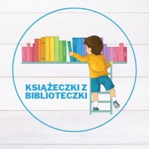 """Logotyp blogu """"Książeczki z półeczki""""; chłopiec na drabince bierze książkę z półki"""