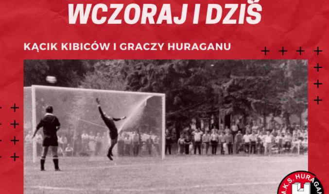 """Plakat wystawy """"Huragan Morąg wczoraj i dziś"""", na plakacie fotografia broniącego w czasie strzału bramkarza"""