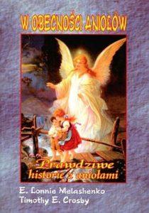 """Okładka książki """"W obecności aniołów: prawdziwe historie z aniołami"""", która dałą autorce inspirację graficzną"""