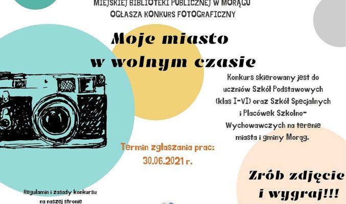 """plakat konkursu fotograficznego """"Moje miasto w wolnym czasie"""", na plakacie z boku czarno-biały rysunek aparatu"""